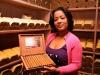 Ritzy Vargas präsentiert Zigarren in der Boutique del Fumador