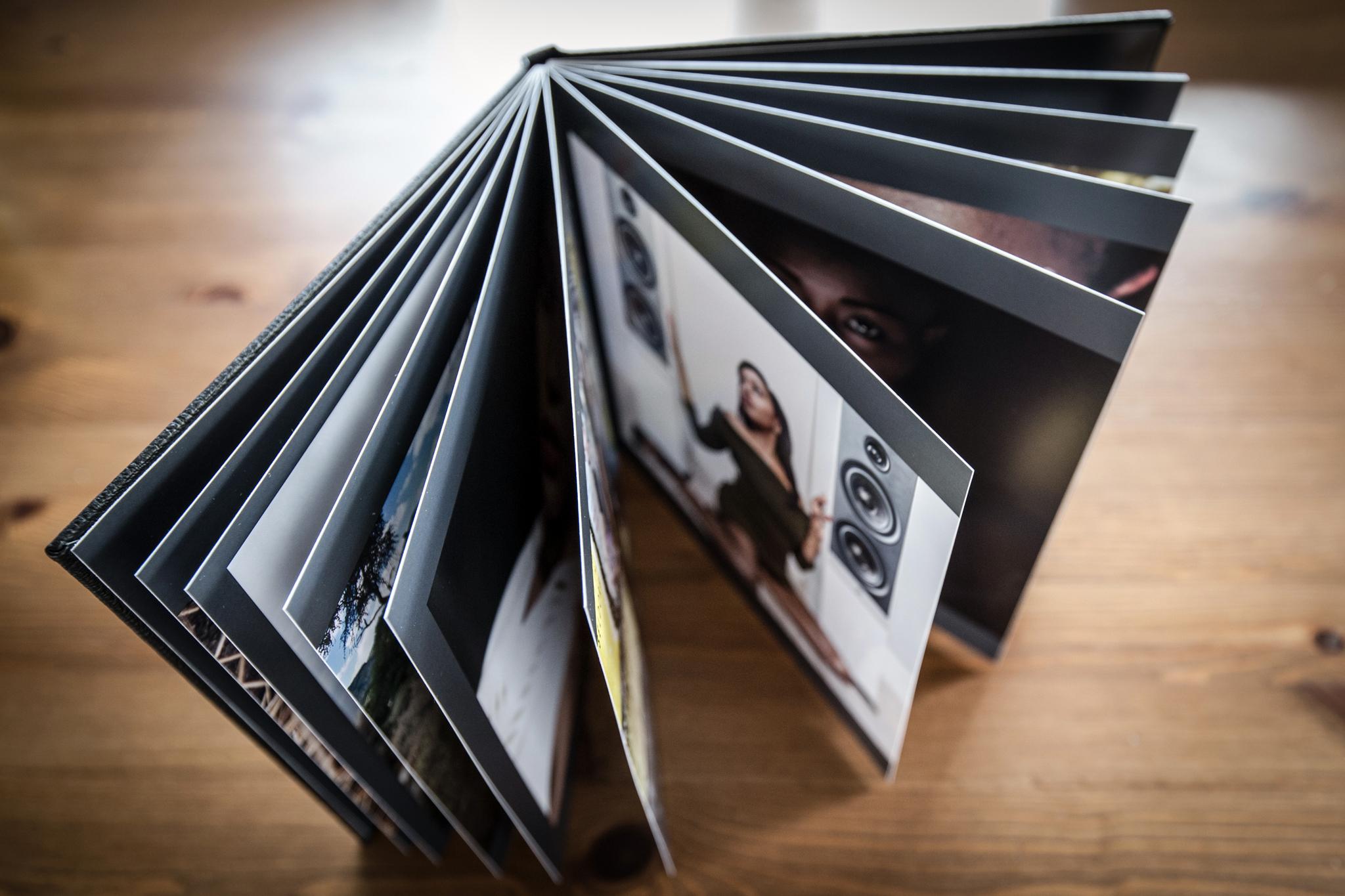 Das Fotobuch im Ledereinband mit stabilen Seiten