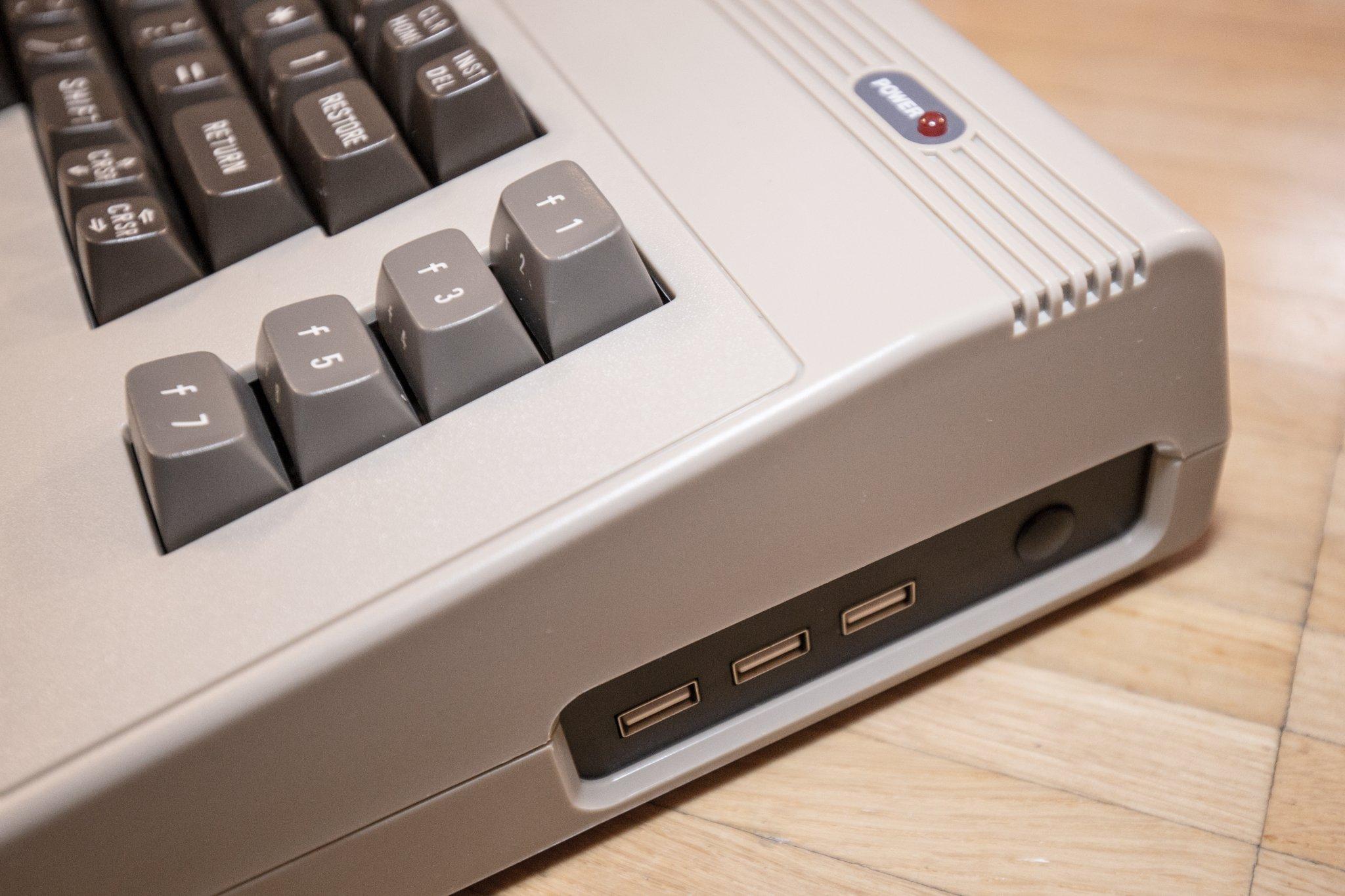 USB Anschlüsse an der Seite