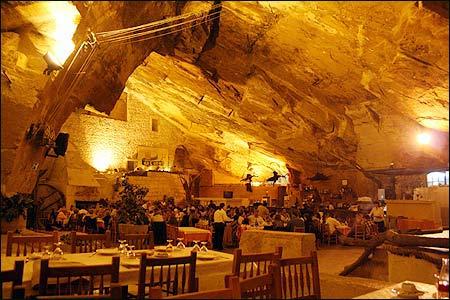 Caldent - Essen in der Höhle