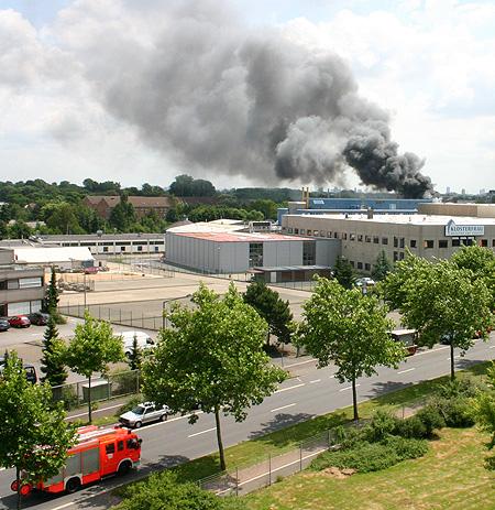 Feuerwehr auf dem Weg zum Brand in Köln Ossendorf