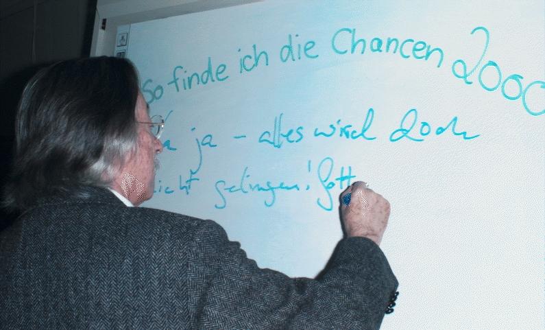 """Joseph Weizenbaum auf der CeBIT 1996 Sonderausstellung """"Chancen 2000"""""""