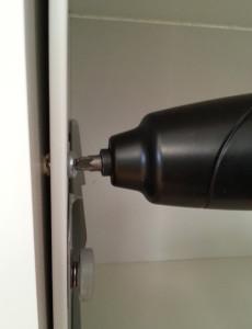 Schraubt man mit dem FIXA in festes Material, dann macht er mitunter auf den letzten Millimetern schlapp.