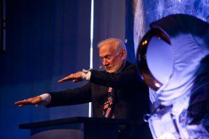 Buzz Aldrin weiss, wie er sein Publikum begeistert. Foto: Autor